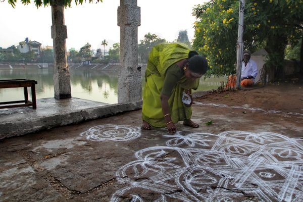 Padi kolam or kolam with lines