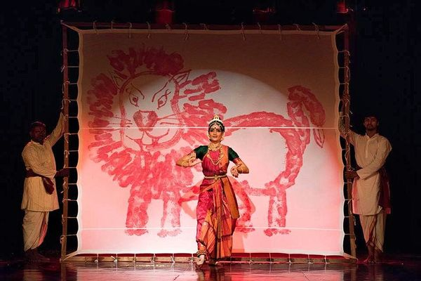 Drawing with the feet in Kuchipudi dance