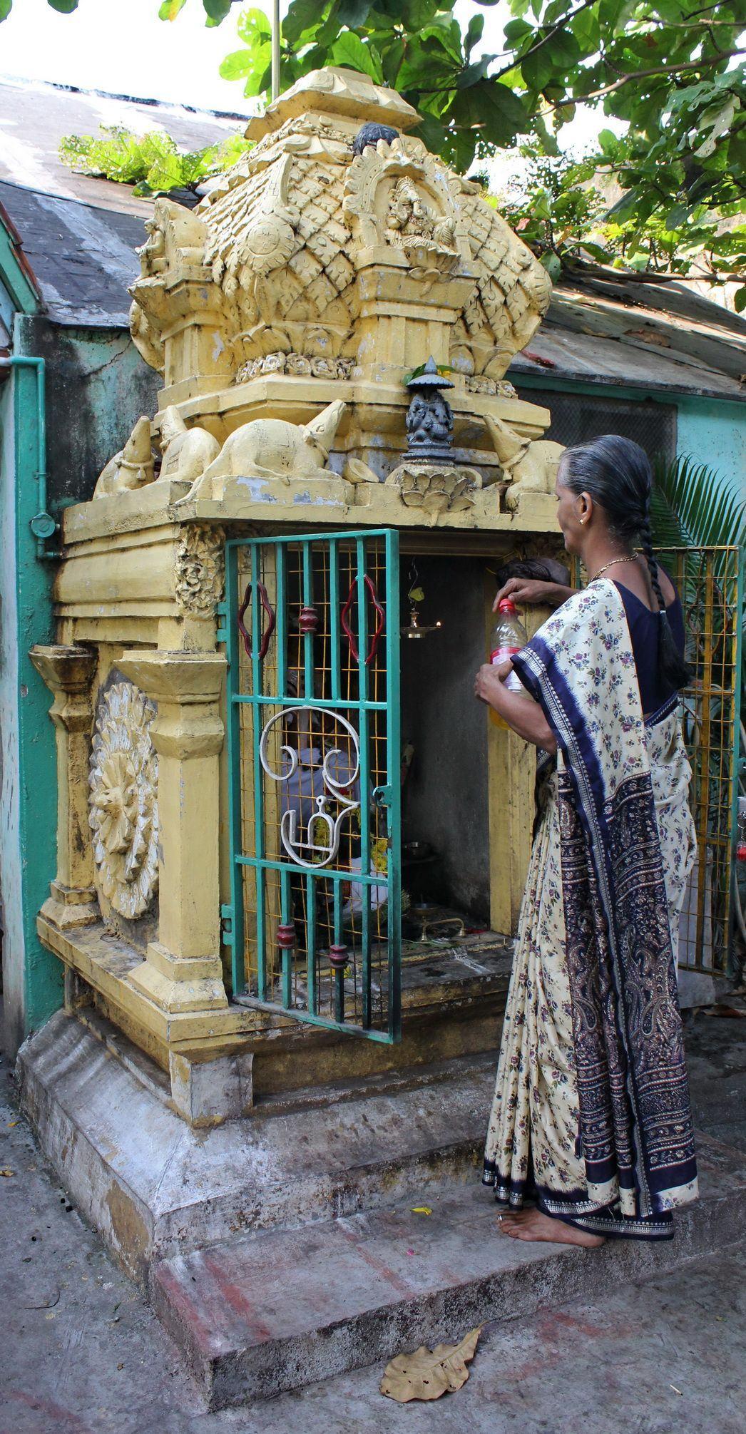 Ganesh Trompe A Droite pillaiyar, le leveur d'obstacles
